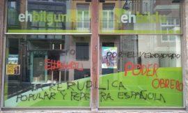 Republicanos pintan la sede EH Bildu