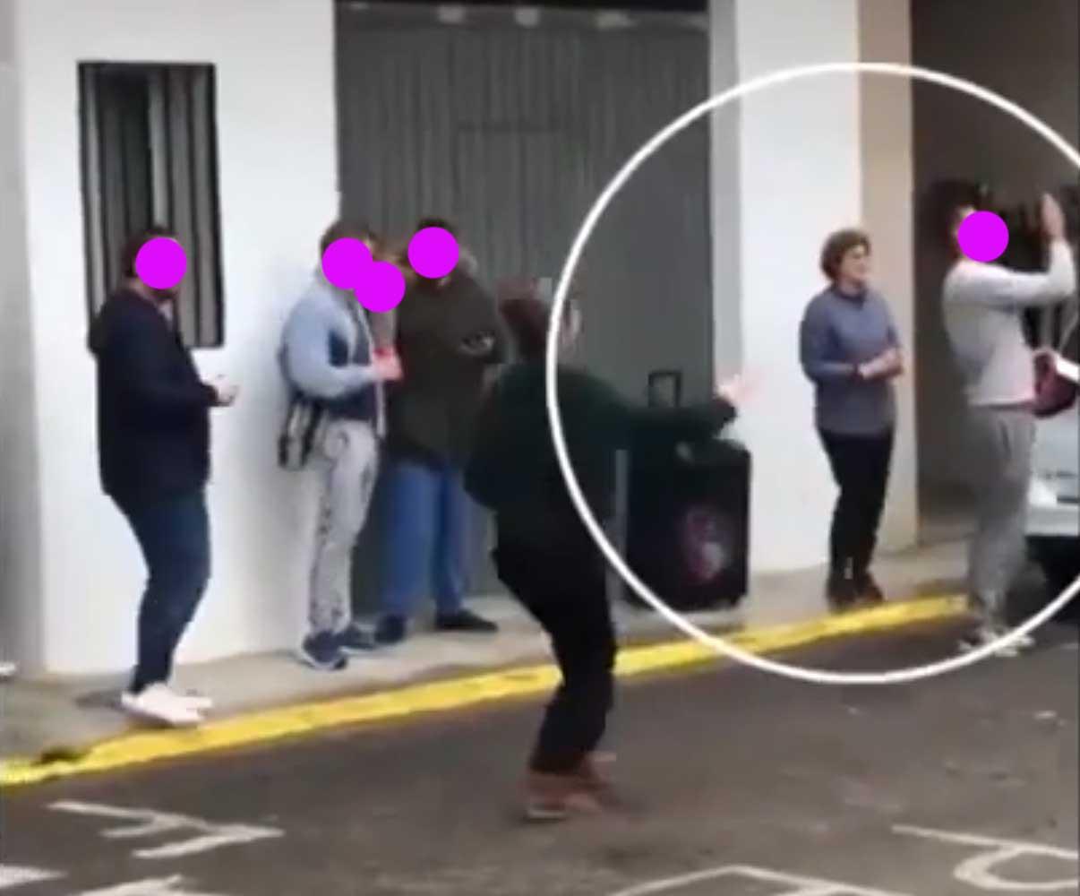 La Alcaldesa del PP viola la cuarentena para salir de fiesta y beber a la calle