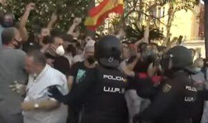 Protestas ocurridas por el mitin ilegal de Abascal en Ceuta | Así defendieron los policías a los fascistas (+VIDEO)