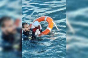 Niños lanzándose al agua: Esta es la «invasión» que vende Abascal y la ultraderecha