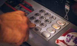 ¿No es esto un robo? | Banca española quitará a sus usuarios hasta 240 euros al año por tener una cuenta